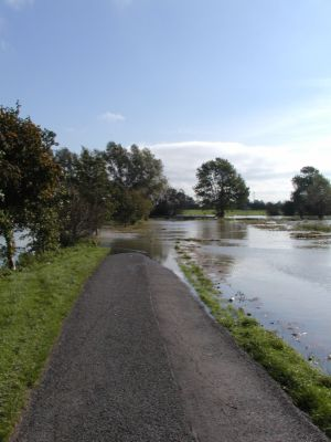 Flooding in Fen Road - October 2001